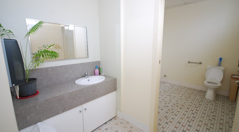 Walker 107 Suite 11 012