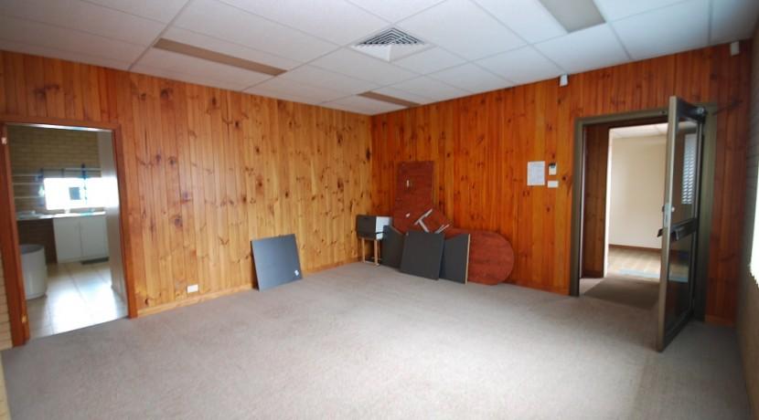 Woodlark 124 Suite 3 001